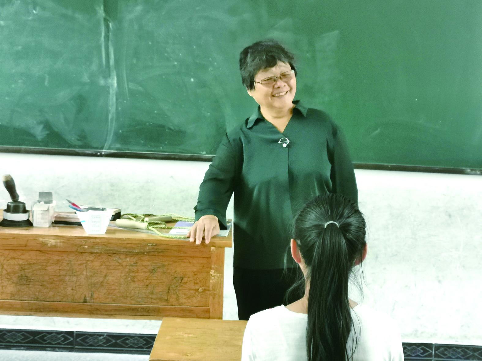 她年逾七旬,从宁波到湖南,为溆浦...