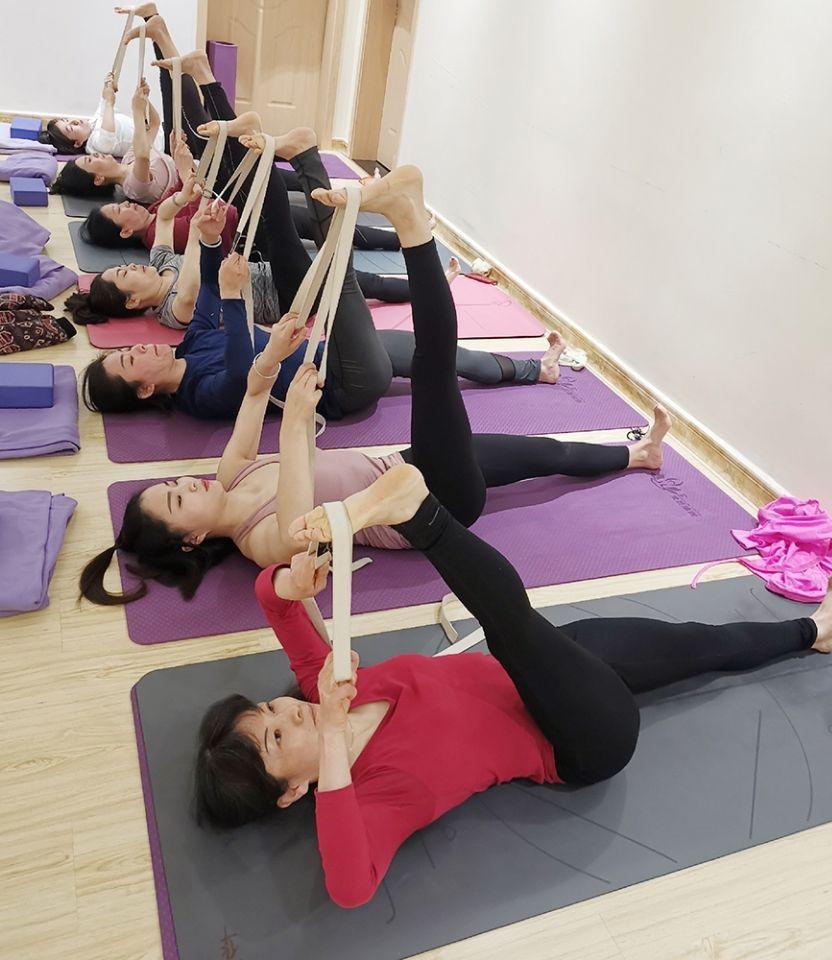 瑜伽伸展带的使用方法