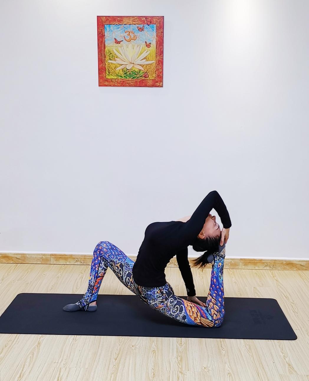 瑜伽祈祷拜日式 身体精神的完...