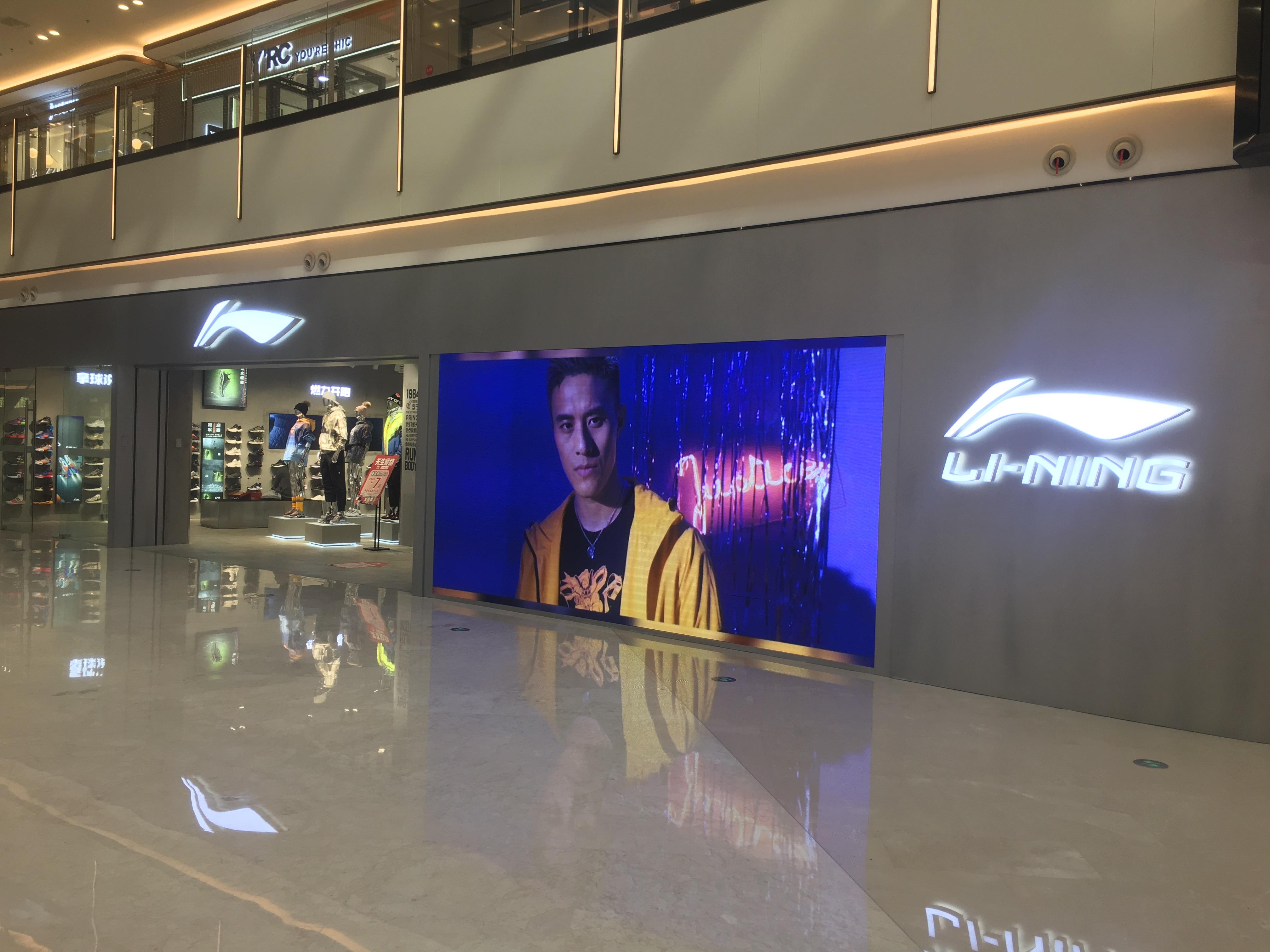 久屏显示室内全彩P3LED显示屏应用于李宁专卖店
