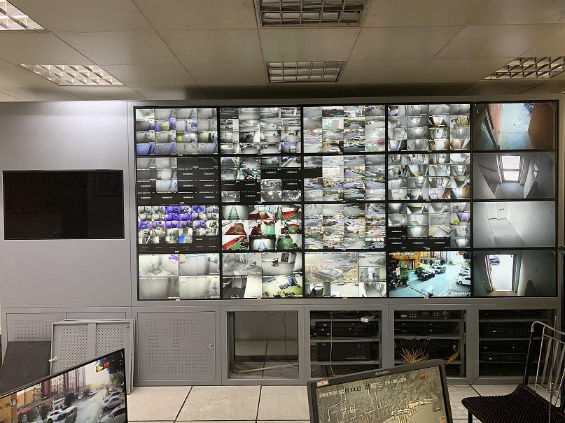南京某小区监控电视墙