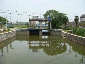 渠道闸门广泛应用于排水工程带...