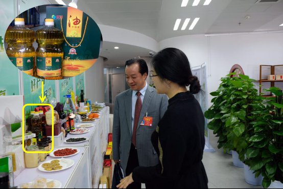 """""""中油""""牌菜籽油亮相2019""""两..."""