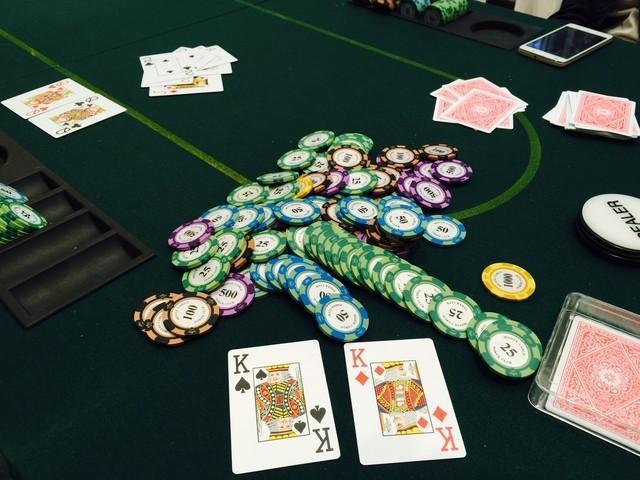 扑克牌竞技比赛AI打6人德扑大胜世界冠军 学习成本近千元