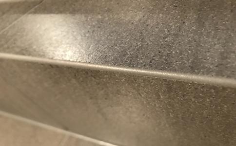 米黃色地磚美縫配什么顏色?