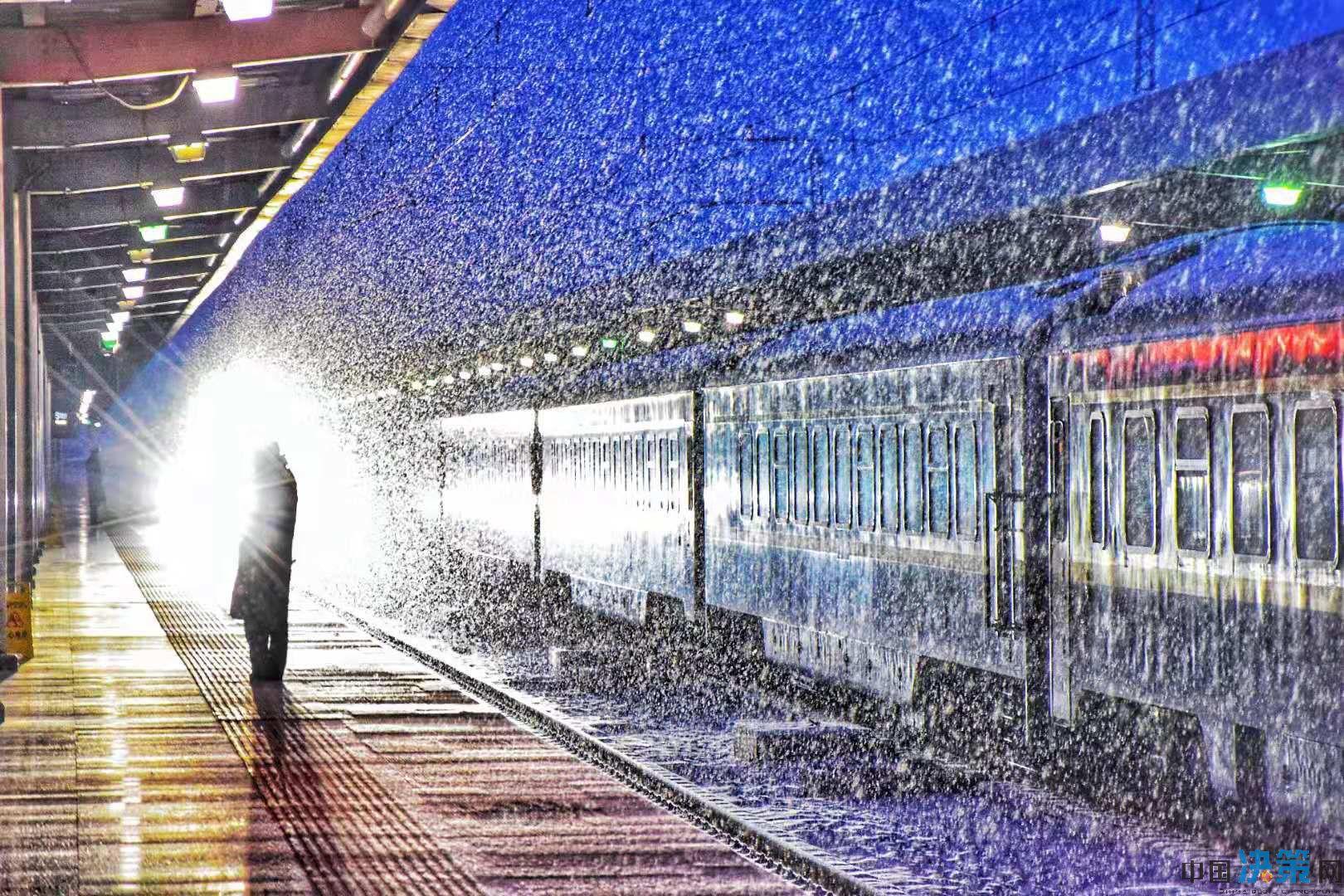 春运首日 兰铁局加开动车应对雨雪...