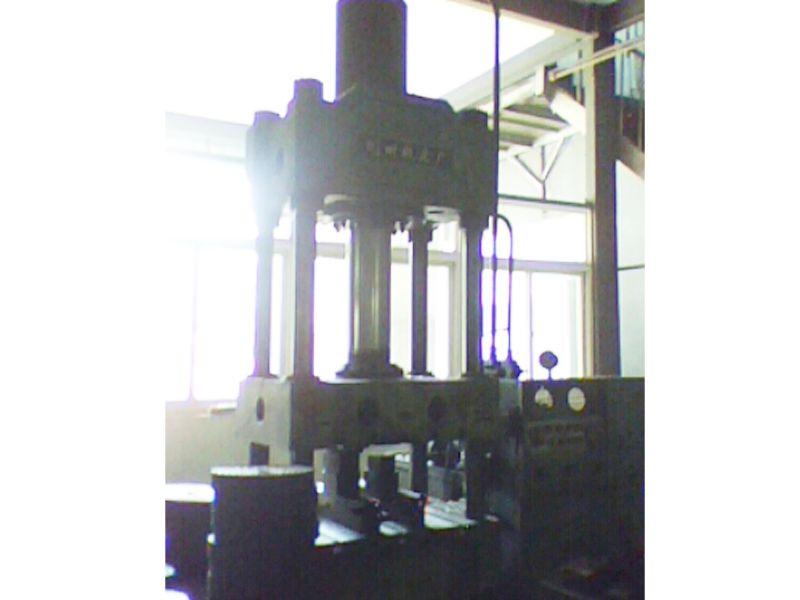 300吨级液压机