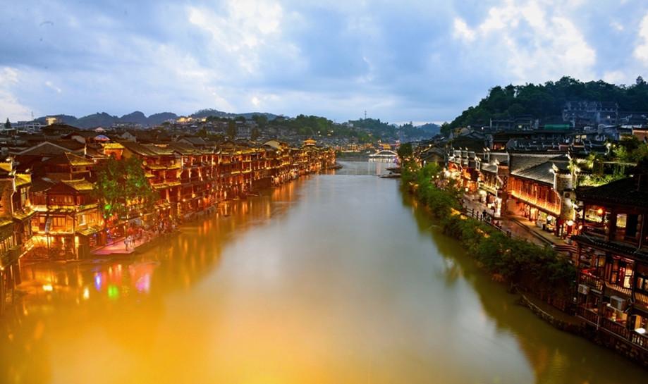 金桂飘湘丨长沙/韶山/天门山/张家界玻璃桥/凤凰古城/桂林双飞8日