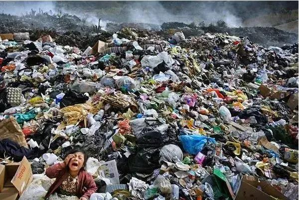 中国停止进口洋垃圾 垃圾成堆的美国陷入危机