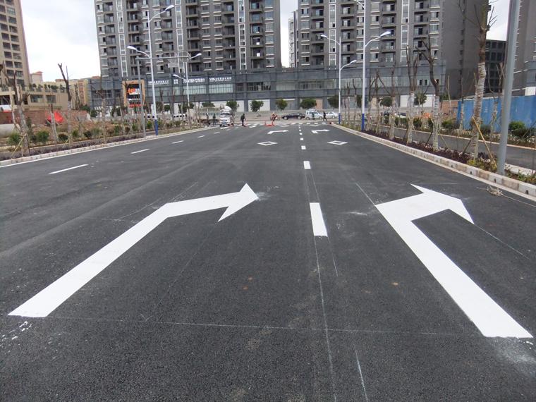 昆明市政道路路面标线施工2