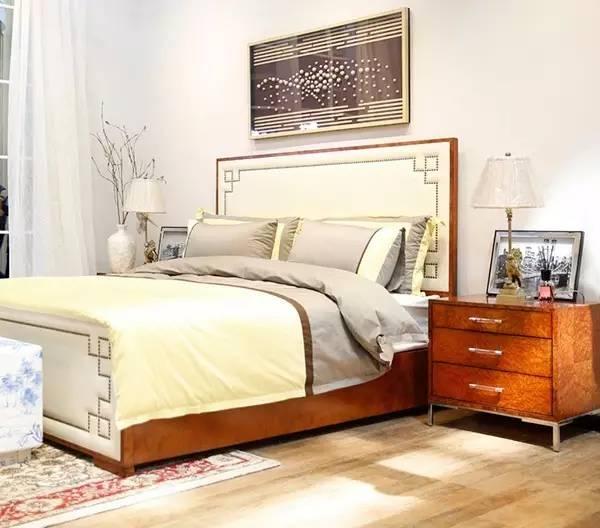 臥室實在太小放不下床頭柜,看這里