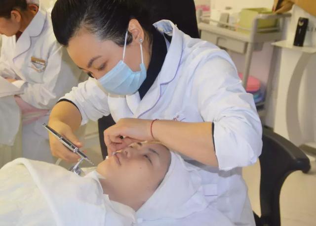 皮肤管理师该如何创业开美容门店?