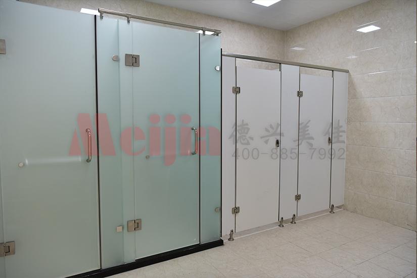 卫生间隔断选择PVC板材的好处