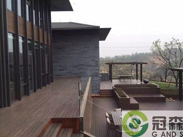 房屋户外的塑木工程