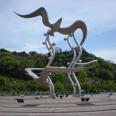 不锈钢雕塑9