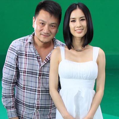 满天红文化传媒谭总与黄圣依拍摄洗发水工作合影