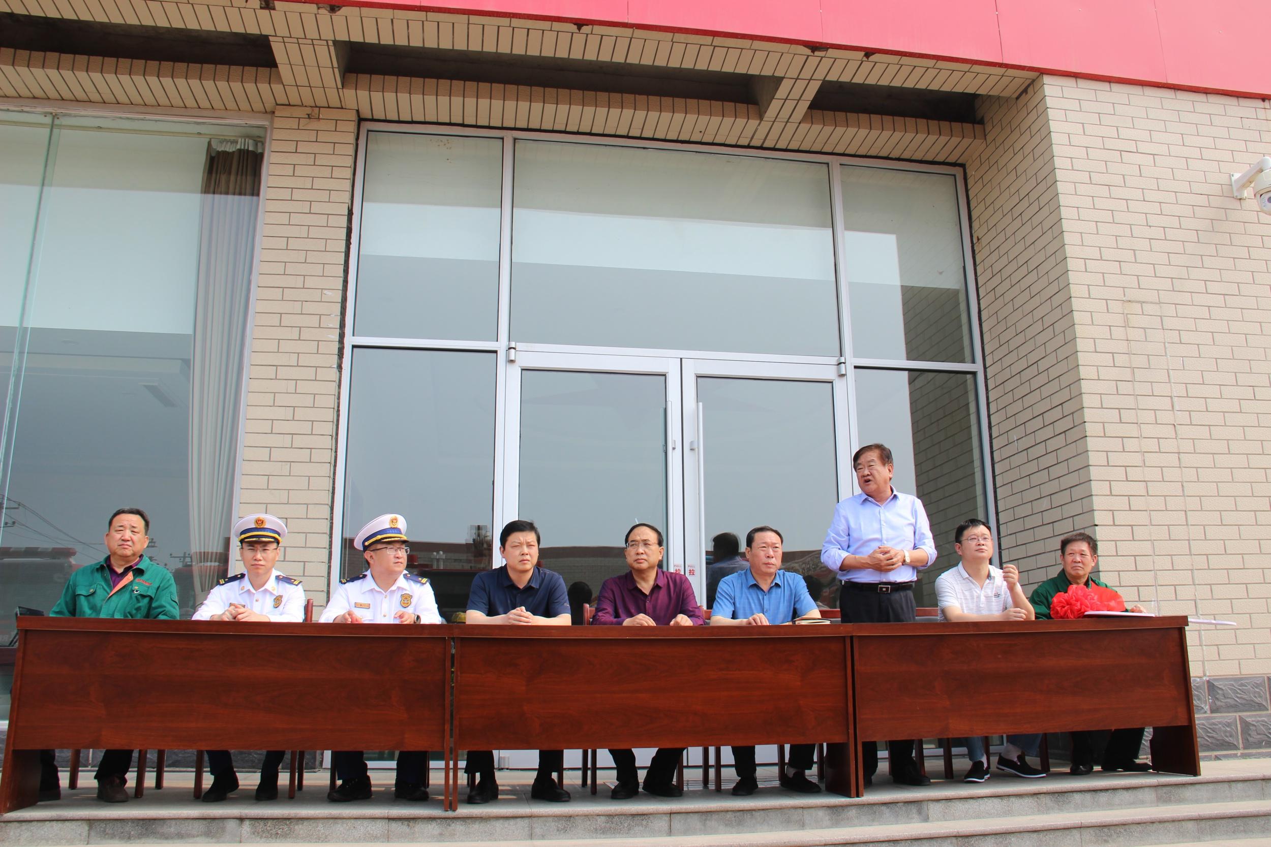 興柏藥業集團與趙縣消防救援大隊舉行捐贈消防車交接儀式