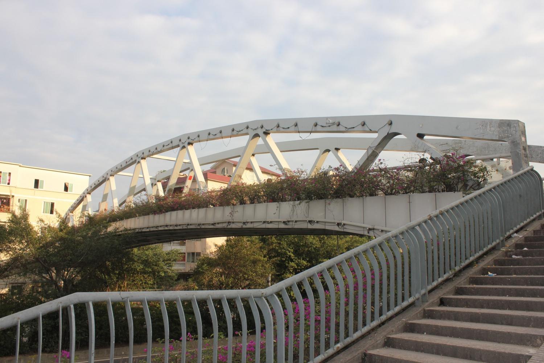 广州市新光快速路工程龙潭村段人行天桥工程