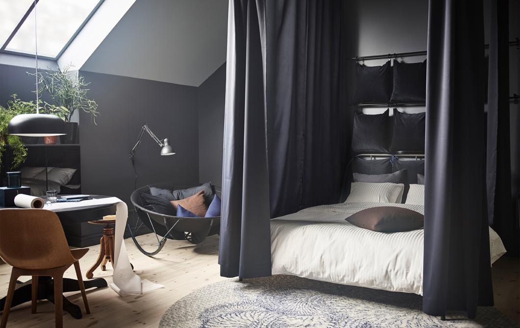 一整天都待在卧室这块小天地里