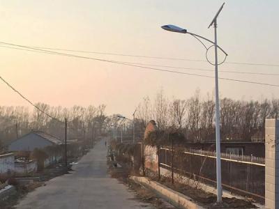 河北承德市大壩石人溝農村太陽能路燈6米30W光源