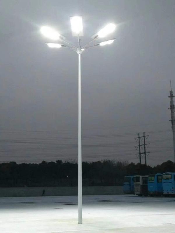 江蘇宿遷市老年活動廣場一體化太陽能路燈