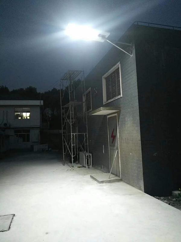 江蘇揚州家庭使用的一體化路燈