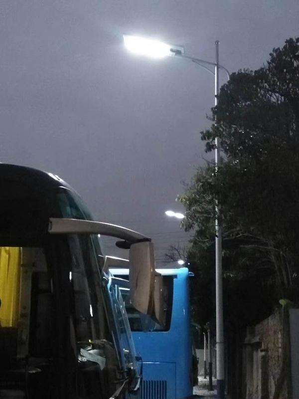 浙江臺州市公交站臺的一體化太陽能路燈