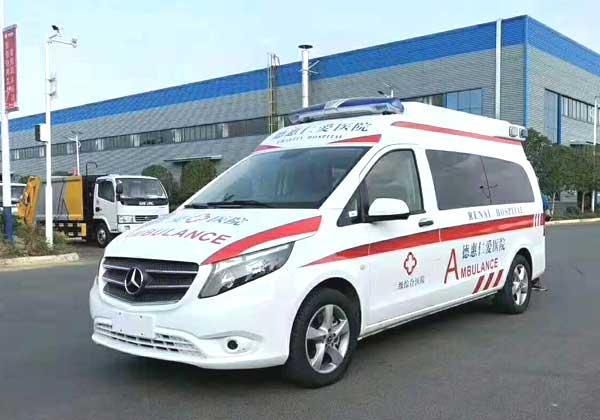 奔驰威霆救护车