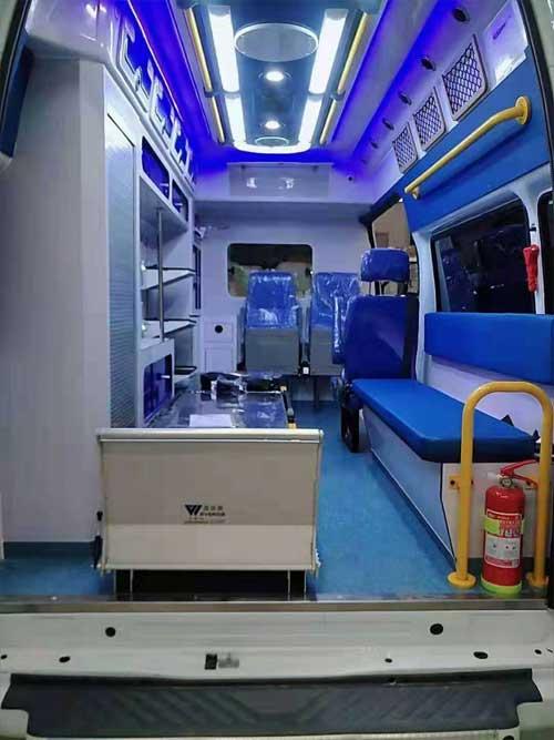 国六福特v348长轴高顶监护型救护车