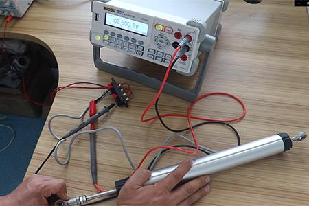 位移传感器电压信号与电流信号怎...