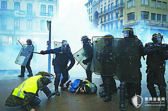 防暴,看西方警察装备了啥