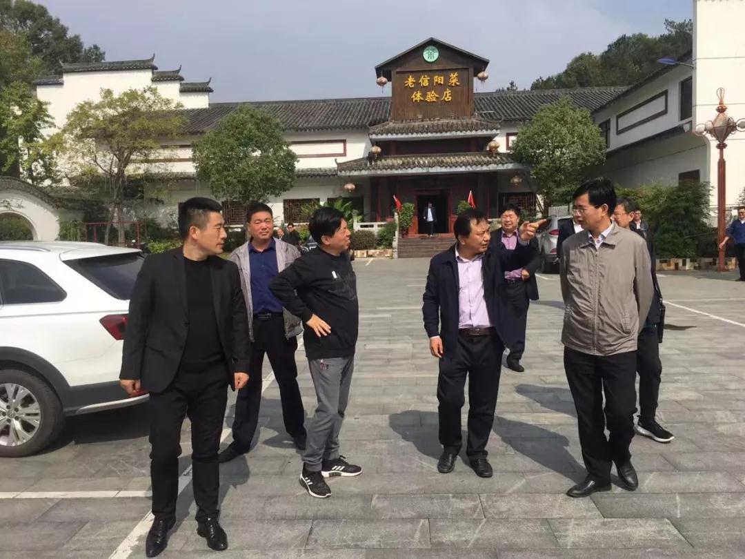 河南省熊氏文化研究会一行走进信阳大别山民俗文化产业园调研