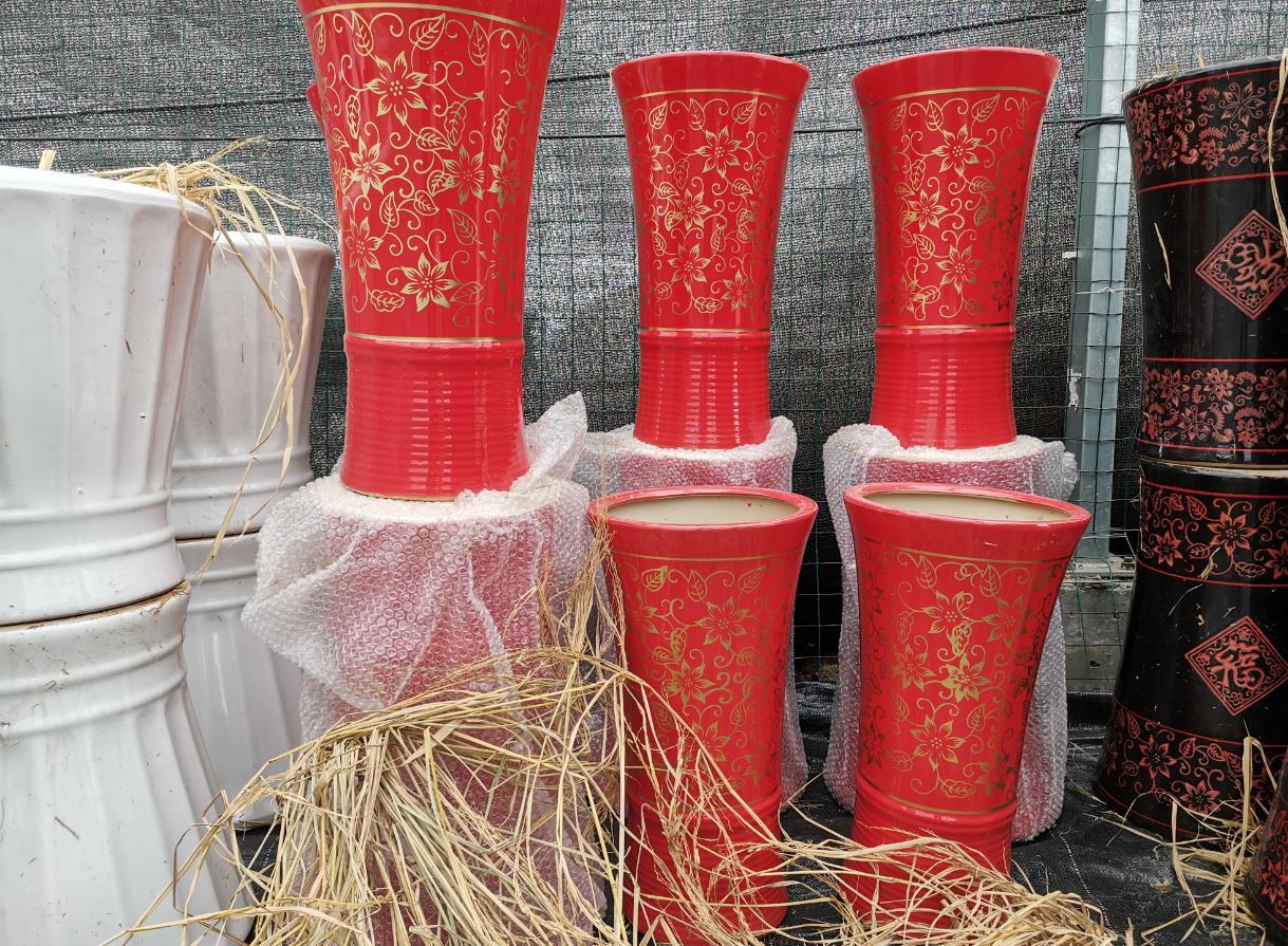 大紅色花紋盆