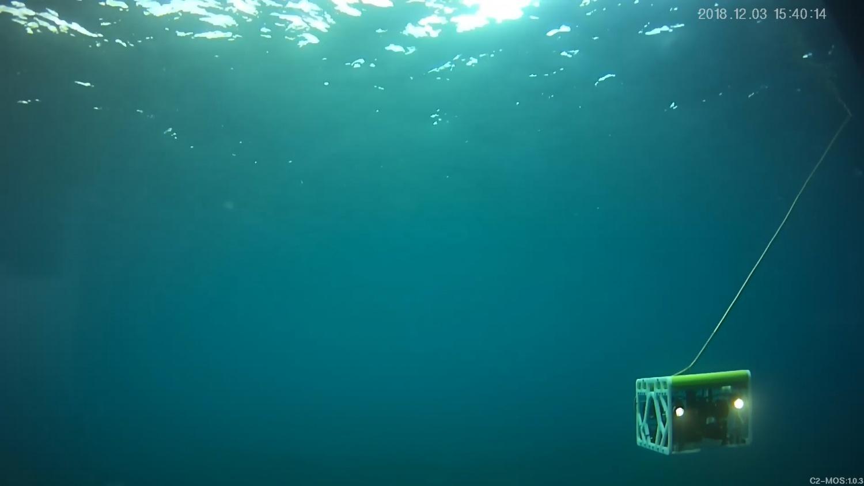 """""""河豚""""系列缆控水下机器人"""