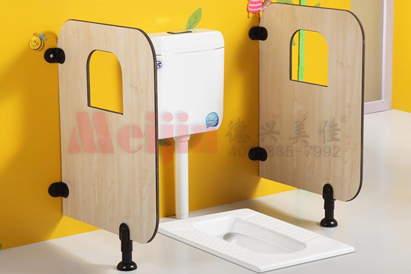 幼儿园厕所蹲便挡板