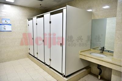公共厕所的隔断