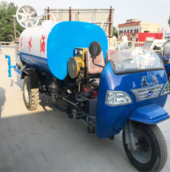 优钢新能源柴油洒水车