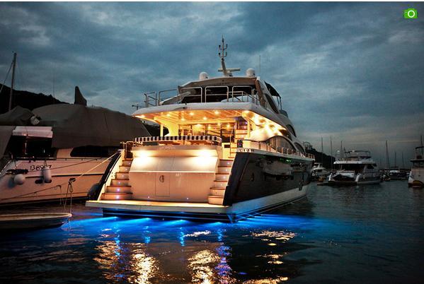 爱斯丽98尺游艇
