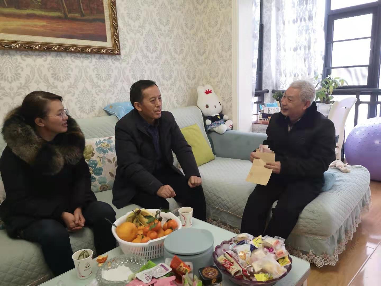 院党委书记黄刚同志走访慰问我院驻村干部