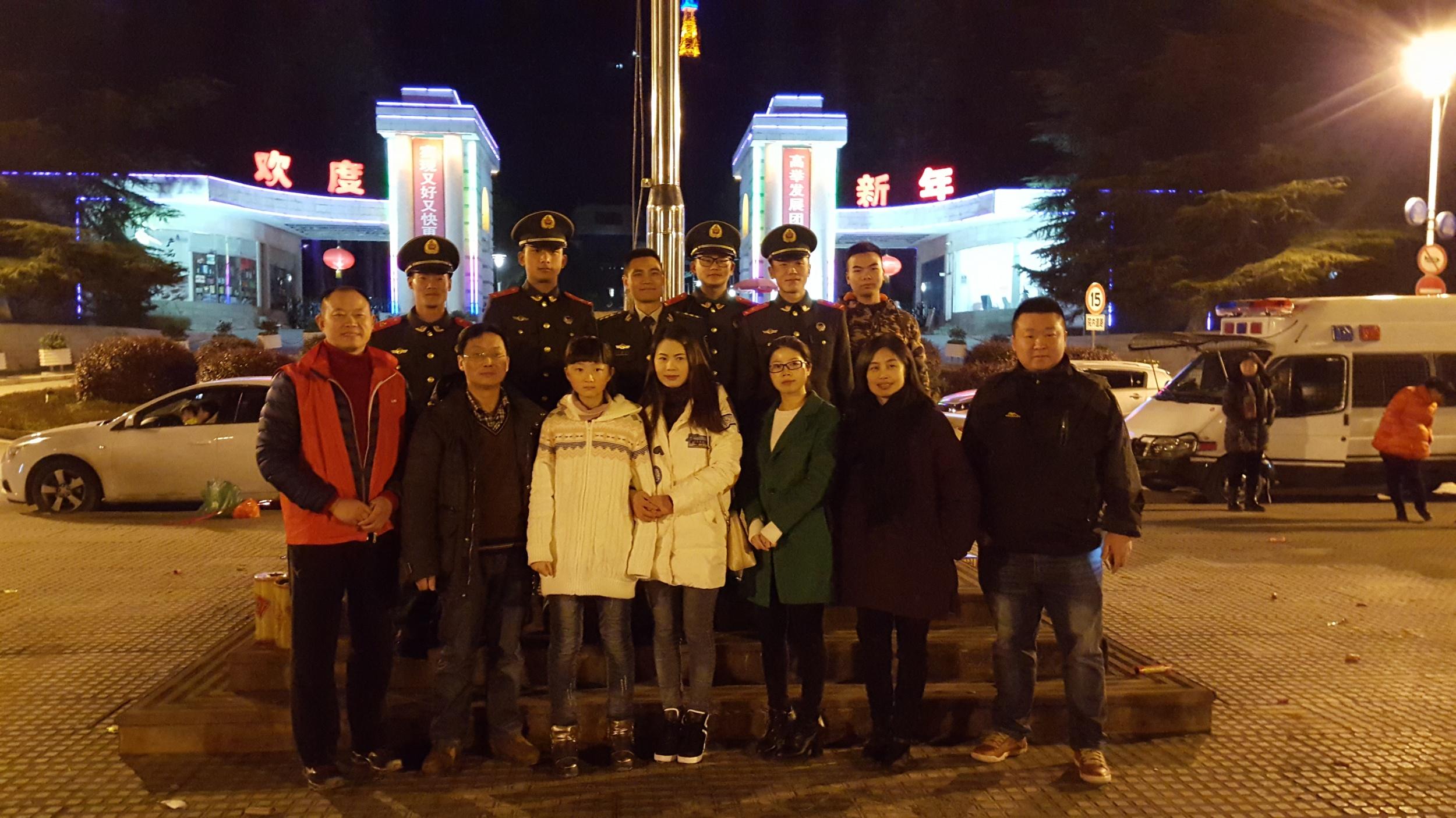 爱在安顺—除夕与武警、爱心商家、实验老师和我的学生为困难群体送温暖(陈发琳 市爱心义工社)