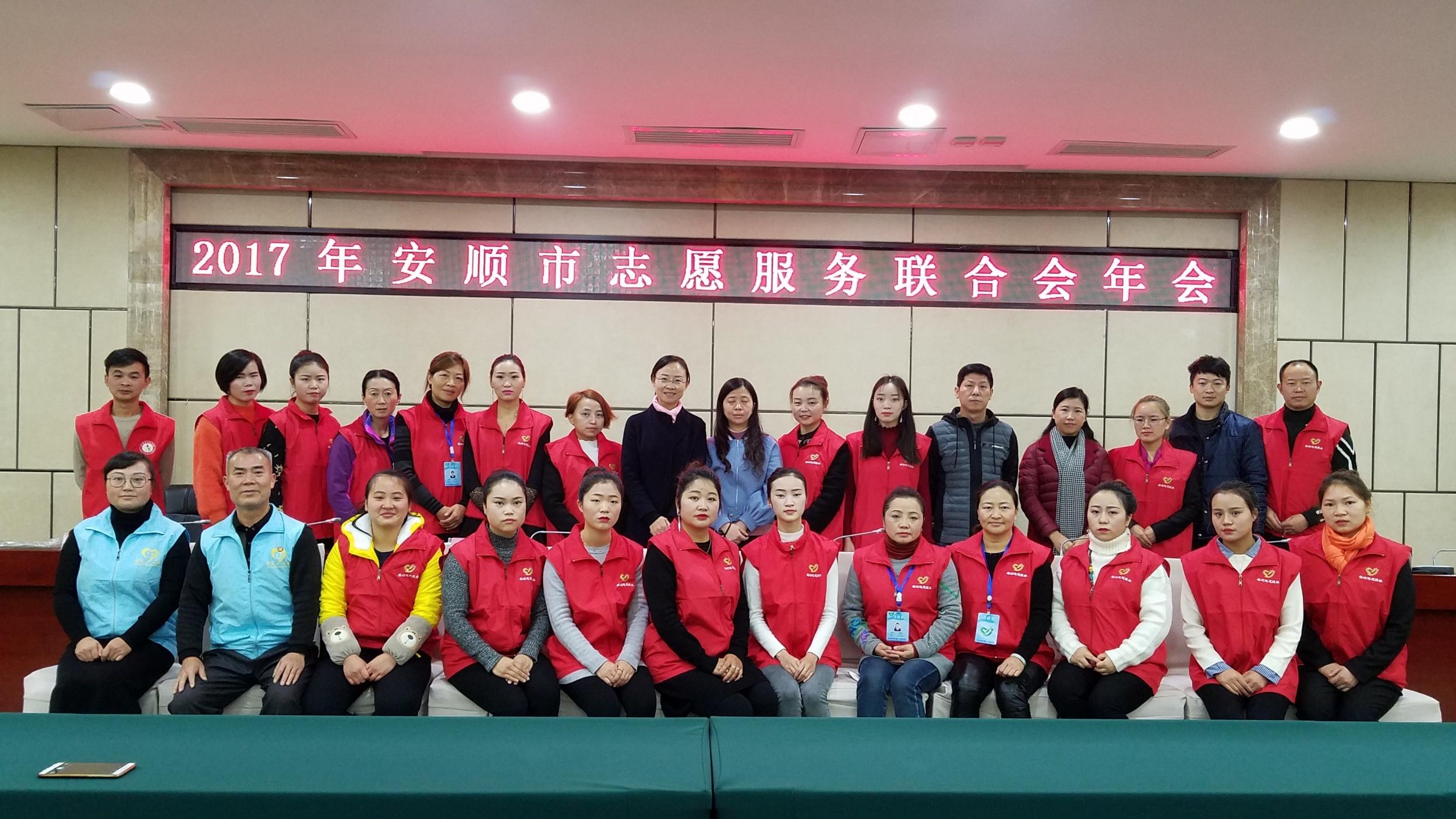 十二月:服务最美志愿服务授奖仪式(陈发琳 市爱心义工社)