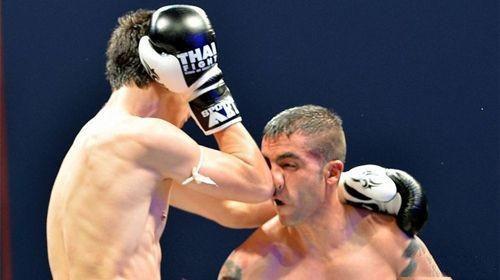 肘过如刀!为什么泰拳肘击杀伤力那么大?怎样练出砍刀般的肘击?