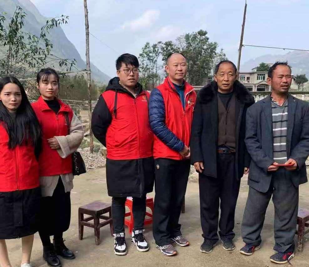 2020年1月1日陈发琳带领爱心社义工在关岭县开展计生困难家庭慰问工作
