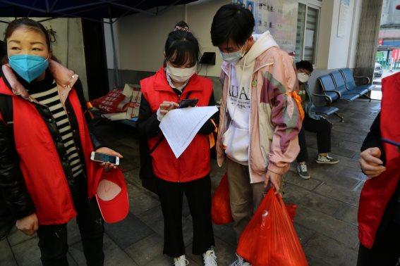 安顺爱心社疫情防控一线义工榜样(16)——预备党员大学生吴金磊