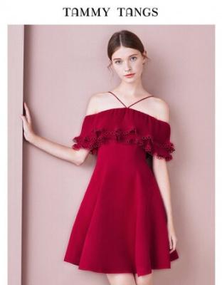 春装新款红色收腰显瘦小礼服春装新款显瘦荷叶边一字肩连衣裙暗红色收腰一字肩连衣裙小礼服