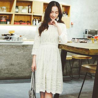 白色圆领蕾丝七分袖连衣裙
