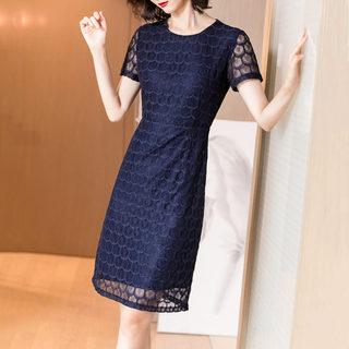 2019夏季新款时尚气质蕾丝镂空格纹修身显瘦中长款连衣裙女