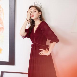 2019春季新款 蕾丝V领喇叭袖酒红色法式赫本复古高腰连衣裙女