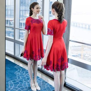 2019夏季新品大码女装洋气镂空胖mm连衣裙适合胖女人的裙子