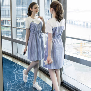 2019夏季新款大码女装气质圆领条纹拼接遮肚显瘦减龄连衣裙